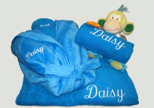 Pakket Daisy : bestaat uit een douchelaken, 2 handdoeken, badjas vloer en Happy Horse knuffel – richtprijs 160 Euro