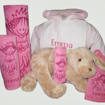 Pakket Emma : bestaat uit badjas vloer kind, 2 slabben, handdoek, gastendoek en Happy Horse knuffel - richtprijs 121 Euro