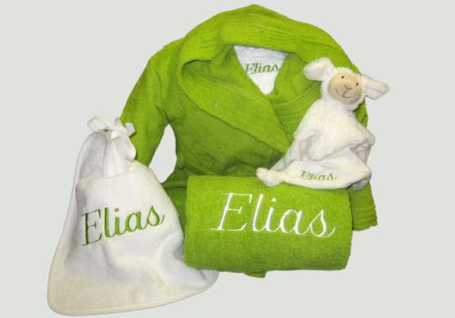 Pakket Elias : bestaat uit kinderbadjas badstof, 2 slabben, douchelaken en Happy Horse knuffel – richtprijs 110 Euro