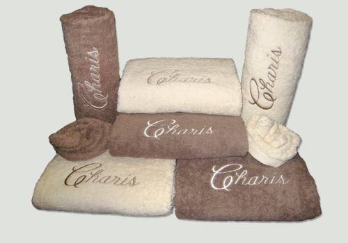 Pakket Charis : bestaat uit 2 douchelakens, 4 handdoeken en 2 washandjes – richtprijs 144 Euro