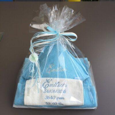 Pakket Emilien: bestaat uit babycape, slab richtprijs 58 Euro