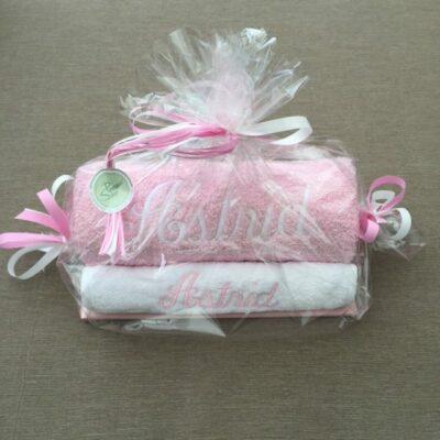 Pakket Astrid: bestaat uit handdoek, slab richtprijs 31 Euro