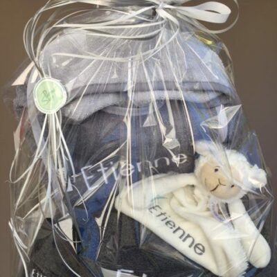 pakket Etienne: bestaat uit badjas kind - slab - washand - handdoek - tutpopje happy Horse - richtprijs: 98 euro