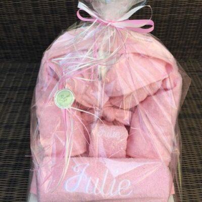 pakket Julie: bestaat uit badjas kind - washand - handdoek - richtprijs 61,5 euro