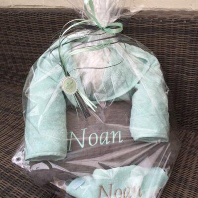 pakket Noan: bestaat uit badjas kind - slab - deken katoen - richtprijs 85,20 euro