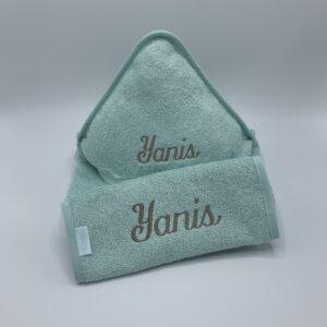 geboortepakket yannis: badcape + slab in muntgroen - lettertype Emma - garen taupe